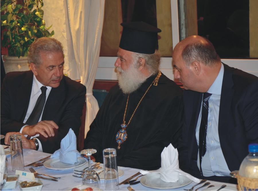 Ο Κος Αβραμόπουλος, ο Πατριάρχης Αλεξανδρείας Κ Θεόδωρος Β' και ο Κος Τσιάρας
