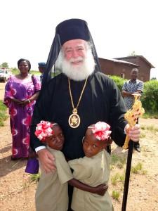 Ο Πατριάρχης περιστοιχισμένος από ορφανά στην Μπουραμάτα (23-2-2013)