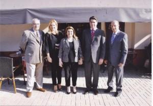 Ο Γενικός Πρόξενος της Ελλάδας στην Αλεξάνδρεια κ. Χρήστος Καποδίστριας (μέσον), ο Πρόεδρος του Ελληνικού Ναυτικού Ομίλου Αλεξανδρείας κ. Εδμόνδος Κασιμάτης (δεξιά), ο Πρόεδρος του Ελληνικού Εμπορικού Επιμελητηρίου Αλεξανδρείας κ. Βύρων Βαφειάδης (αριστερά), η Πρόεδρος του Λυκείου Ελληνίδων Αλεξανδρείας κα Αντωνίου (μέσον).