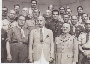 Η ηγεσία των Ελλήνω Προσκόπων Αλεξανδρείας-1954. (Πηγή: Ι.Μ. Χατζηφώτης, Αλεξάνδρεια: Οι δύο αιώνες του νεότερου Ελληνισμού (19ος-20ος), Αθήνα, 1999)