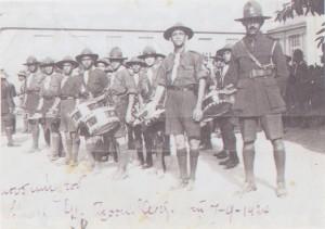 """Η """"μπάντα"""" των Ελλήνων Προσκόπων Αλεξανδρείας-1924. (Πηγή: Ι.Μ. Χατζηφώτης, Αλεξάνδρεια: Οι δύο αιώνες του νεότερου Ελληνισμού (19ος-20ος), Αθήνα, 1999)"""