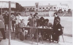 Στιγμιότυπα από τους αγώνες του Ελληνικού Αθλητικού Σωματείου Ένωσις, 4 Μαρτίου 1950, (Πηγή: Α. Τόπης, Αλεξάνδρεια. Στιγμές, χώροι και πρόσωπα πού ήσαν μια φορά, 2002)