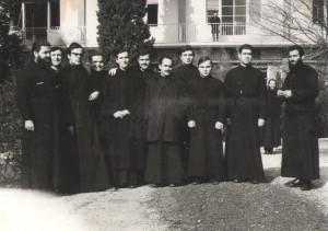 Ο Μακαριώτατος (δεύτερος από δεξιά) ως φοιτητής της Ριζαρείου σαράντα χρόνια πριν